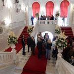 エカテリーナ宮殿の中には階段にまで宝物が飾られていました。     ・宮殿にやさしき秋の光かな(和良)