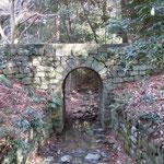 鳴門市の大麻比古神社に俘虜が造ったドイツ橋がありました。                            ・ドイツ俘虜造りし橋や冬日差す(和良)