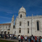 リスボンのジェロニモス修道院には観光客の列ができていました。 ・行く秋や観光客の絶え間なく(和良)