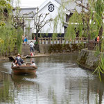 昔は佐原から江戸へ川伝いに物資を運んでいたそうです。        ・柿実る水の佐原の舟着場(和良)