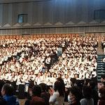 「第九」演奏会では3000人の合唱団に台湾からの46人も入りました。  ・外つ国の友と第九を水温む(和良)