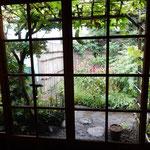 東京の根岸子規庵は子規の住んでいた時のままに保存されていました。  ・絶筆の糸瓜三句の糸瓜見る(和良)