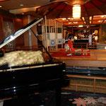宿泊した和倉温泉の加賀屋では琴の演奏を聴くこともできました。    ・弾初の琴の調べを聞く湯宿(和良)