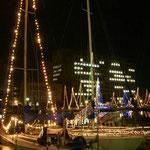 徳島県庁前のヨットハーバーでは今年もイルミネーションが始まりました。  ・帆といふ帆イルミネーション年の暮(和良)
