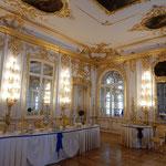 エカテリーナ宮殿には大きな窓があり明るい光が差し込んでいました。  ・小春日の宮殿の部屋明るかり(和良)