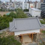 天守門が新調された浜松城に登りました。                                          ・天守門新調の城風涼し(和良)
