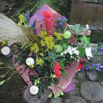金沢市で俳句の全国大会があり、加賀の千代女の塚に吟行しました。 ・千代尼塚花野の花の手桶かな (和良)