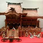徳島城博物館で「ひな人形の世界」なる展示会が開かれていました。 ・贅尽くし檜の御殿雛飾る(和良)