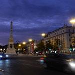 リスボン市内の夜景です。街灯が暗く冬が近いことを実感しました。 ・街頭の暗きリスボン冬近し(和良)