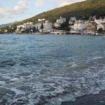 クロアチアのオパティアではアドリア海の海岸を散策しました。     ・行く秋や人気少なきリゾート地(和良)