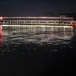 高松港の桟橋です。海面にできる金波銀波がとても美しかったです。 ・夕凪に音を消したる波止場かな(和良)