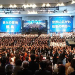 「第九」演奏会のフィナーレでは合唱団も観客も歌いました。      ・春を呼ぶ三千人の第九かな(和良)