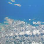 マニラから帰りの飛行機の窓から見えた那覇空港です。              ・つくづくと地球は青し雲の峰(和良)