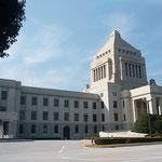 前議員会が開かれたため久しぶりに国会議事堂に行ってきました。    ・冬晴れや平和な日本ありがたく(和良)