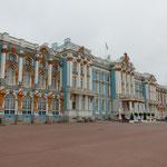 サンクトペテルブルグにあるエカテリーナ女帝の夏の宮殿です。     ・エカテリーナ宮殿仰ぐ小春かな(和良)