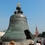 クレムリンにはクレムリンで製造された大鐘も展示されていました。   ・大鐘の西日の中に曝されて(和良)