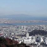 久しぶりに眉山に登りました。山頂から見た鳴門の海と吉野川です。 ・初春のふるさとの川やさしかり(和良)