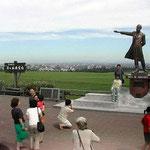「少年よ大志を抱け」で有名なクラーク博士の像がありました。 ・クラークの像の上なる空高し(和良)