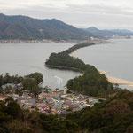 日本三景の天の橋立を蠟梅の咲く小高い丘から眺めました。         ・蠟梅の丘より天の橋立を(和良)