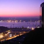 欧州とアジアを分かつボスフォラス海峡の朝です。鳥の渡りを見ました。  ・ボルフォラス早暁の海鳥渡る (和良)