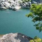 吉野川ハイウエイオアシスから美濃田の淵を散策しました。       ・若葉風淵の水面をさ揺らせて(和良)