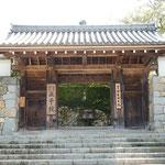 三千院では門前の茶屋で心太をいただきました。             ・登り来て三千院の心太(和良)