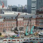 東京の顔である東京駅の復元工事が進んでいました。                             ・東京の顔のお披露目近き夏(和良)