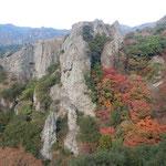 寒霞渓から見た紅葉は赤と黄と緑が綾なして綺麗でした。    ・赤と黄と緑綾なす冬紅葉(和良)