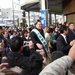 横綱・白鵬が徳島で一日署長をしました。俄かカメラマンで一杯でした。  ・横綱の一日署長日脚伸ぶ (和良)