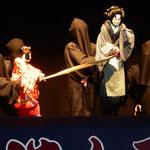 レイリア市で人形浄瑠璃「傾城阿波の鳴門」が上演されました。  ・娘に母と名乗れぬ辛さ身にぞしむ(和良)
