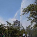 愛知県の犬山城では消火訓練のために天守閣まで水柱が上がっていました。  ・国宝の城に放水震災忌(和良)