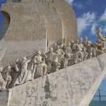 リスボンの発見のモニュメントです。先頭がエンリケ航海王子です。  ・冬晴や航海王子その視線(和良)