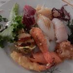 大使公邸では大西洋の黒鮪の鮨をはじめ日本料理をいただきました。 ・圧巻は大西洋の黒鮪(和良)