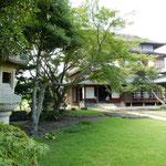 掛川城の城内にある竹の丸は掛川市指定有形文化財です。        ・涼風の通り抜け行く館かな(和良)