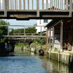 十二橋には思い思いの名前が付けられていました。           ・舟で行く潮来の水の澄みにけり(和良)