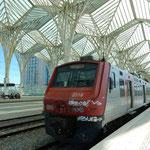 リスボンからポルトまで一等車で約3時間かかっていきました。  ・爽やかな風来る高架鉄道に(和良)