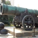 クレムリンにはクレムリンで製造された大砲が展示されていました。   ・西日受く大砲使はれぬままに(和良)
