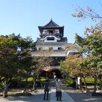 犬山城に登りました。国宝の城ならではの美しさがありました。                ・犬山の城は国宝秋晴れて(和良)