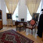 ワルシャワの中心部にあるキュリー夫人の生家にも参りました。     ・ノーベル賞五つの家系爽やかに(和良)