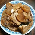 お正月は昔ながらの母の手料理を家族そろって楽しみました。      ・大家族なりし正月母の味(和良)