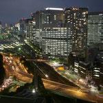 東京・品川駅の夜景です。街の灯に秋の深まりを感じました。  ・秋灯や街に静けさ戻りたる(和良)