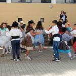 レイリア市の第6小学校では子供たちがダンスで迎えてくれました。 ・秋空に子らの歓声届きさう(和良)