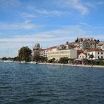 クロアチアのシベニクはアドリア海の貿易港として栄えてきました。   ・秋晴や海岸の街遥かまで(和良)