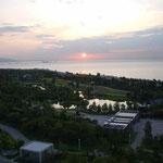 淡路島から見た明石海峡の朝です。夏の一日は静かに始まりました。  ・平らかな明石海峡夏の朝(和良)