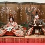 徳島城博物館の「ひな人形の世界」に享保雛が展示されていました。・手の細く袖の突っ張る享保雛(和良)