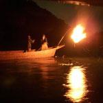 岐阜県長良川の鵜飼です。見物人を乗せた屋形舟がたくさん出ていました。  ・漆黒の闇に篝火鵜舟来る(和良)