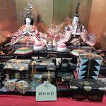 ビッグひな祭りには昭和初期の豪華な雛も整然と飾られていました。   ・昭和初期は良き世と雛の顔(和良)