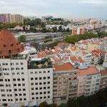 宿泊したホテルの部屋から見たリスボンの街です。綺麗でした。 ・秋の日に赤い煉瓦の美しく(和良)