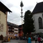 ザンクトウォルフガングの街に初夏を祝う五月柱が立っていました。   ・五月柱なるは高々夏を呼ぶ(和良)