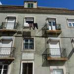 リスボンの高台にあるモラエスの生家です。今も人が住んでいました。 ・モラエスの旧居も訪ね秋深し(和良)